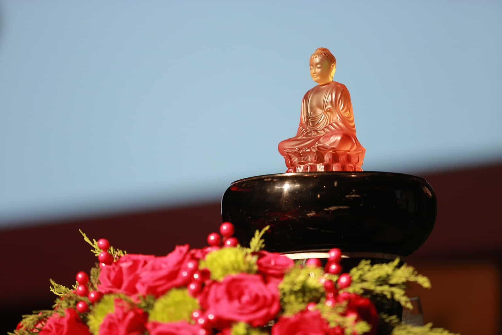 Lalique - Đấu Giá Thành Công Tượng Phật Pha Lê, Mang Lại Nụ Cười Đổi Đời Cho Trẻ Em Việt 3