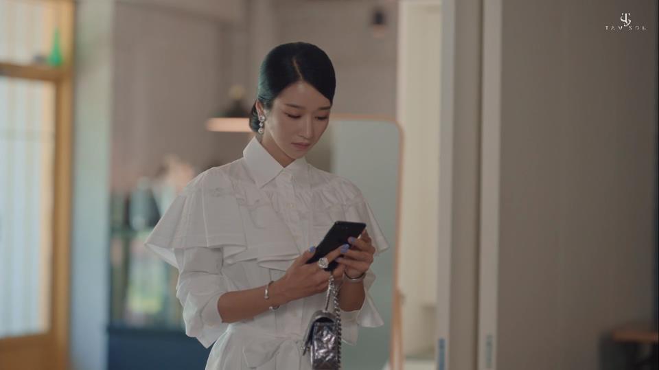 """Choáng toàn tập với loạt trang sức đáng giá gia tài tiền tỉ của điên nữ """"Điên Thì Có Sao"""" Seo Ye Ji 13"""