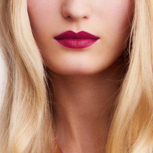 rouge-hermes-matte-lipstick-rose-velours--60001MV078-worn-8-0-0-1700-1700-q99_b