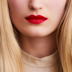 rouge-hermes-matte-lipstick-rouge-casaque--60001MV064-worn-9-0-0-1700-1700-q99_b