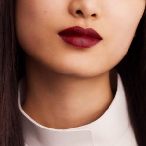 rouge-hermes-matte-lipstick-rouge-h--60001MV085-worn-6-0-0-1700-1700-q99_b