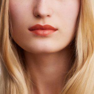 rouge-hermes-satin-lipstick-beige-tadelakt--60001SV016-worn-9-0-0-1700-1700-q99_b