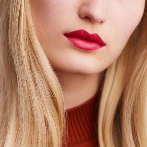 rouge-hermes-satin-lipstick-rose-dakar--60001SV059-worn-7-0-0-1700-1700-q99_b
