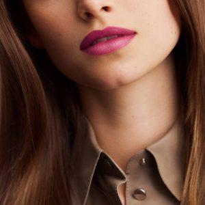 rouge-hermes-satin-lipstick-rose-zinzolin--60001SV050-worn-5-0-0-1700-1700-q99_b
