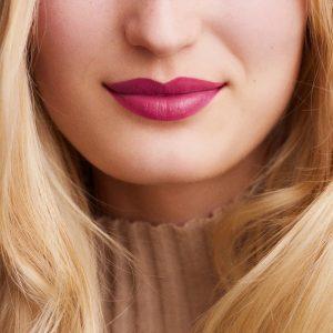 rouge-hermes-satin-lipstick-rose-zinzolin--60001SV050-worn-8-0-0-1700-1700-q99_b