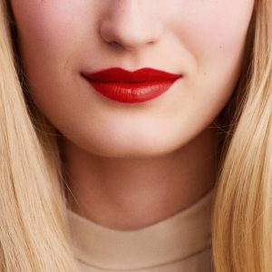 rouge-hermes-satin-lipstick-rouge-amazone--60001SV075-worn-5-0-0-1700-1700-q99_b