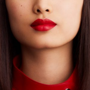 rouge-hermes-satin-lipstick-rouge-casaque--60001SV064-worn-5-0-0-1700-1700-q99_b