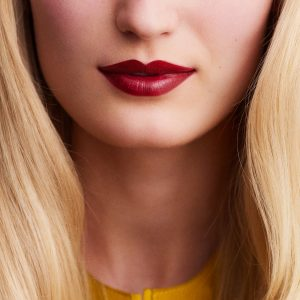 rouge-hermes-satin-lipstick-rouge-h--60001SV085-worn-9-0-0-1700-1700-q99_b