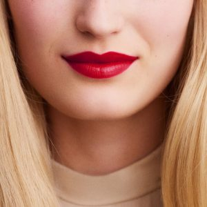rouge-hermes-satin-lipstick-rouge-piment--60001SV066-worn-9-0-0-1700-1700-q99_b